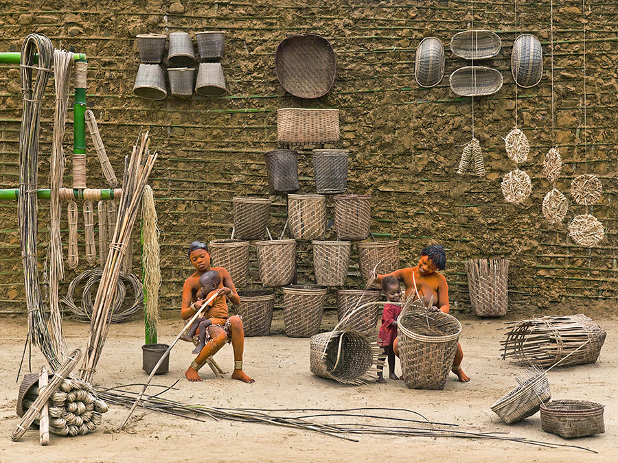 Walé Oyombé and Mpia, basketry weaving by Patrick Willocq